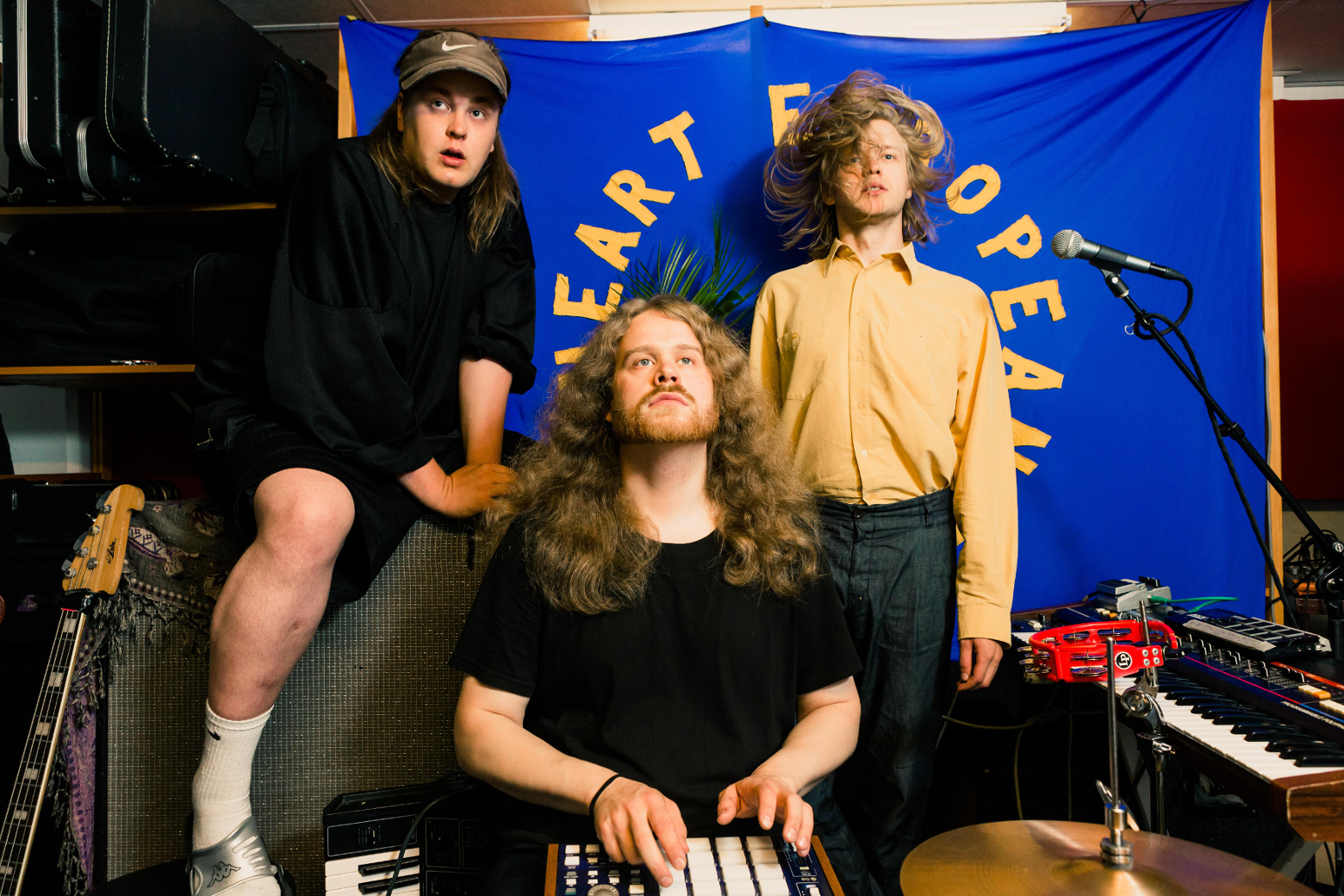 PREMIERE: Zebra and Snake – In The City