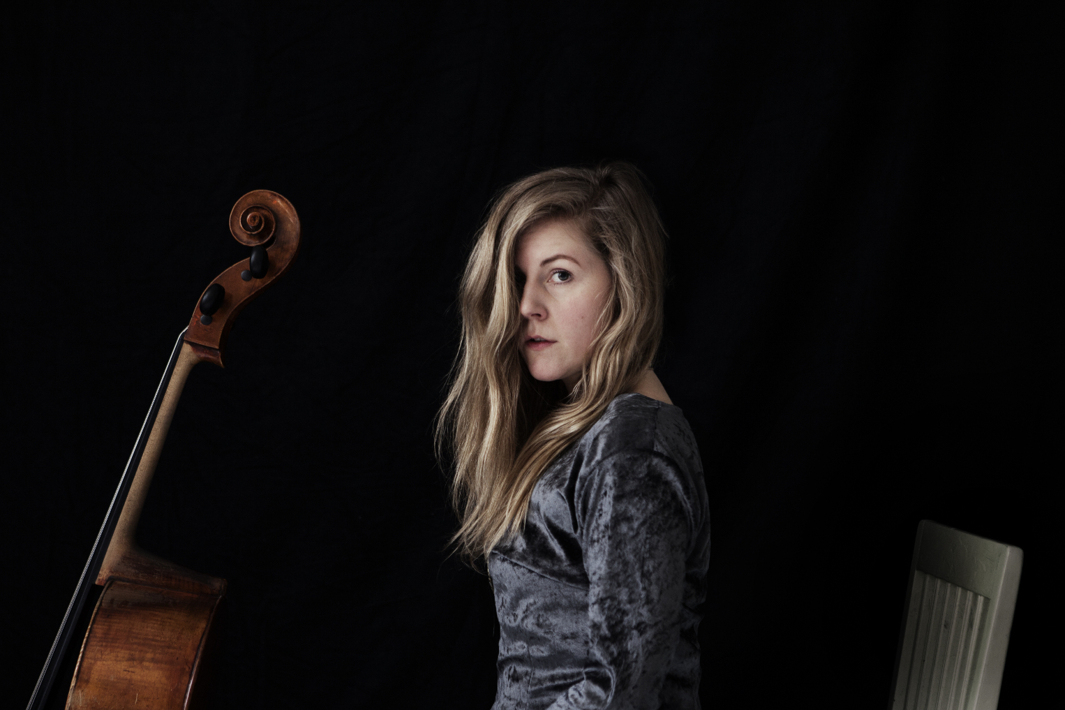 PREMIERE: Linnea Olsson – Hall Of Tragedy