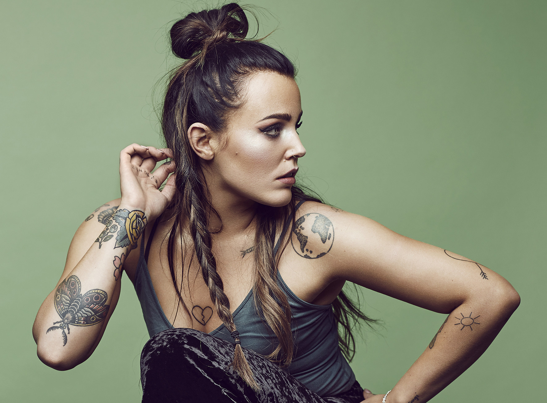 Tune in to 'Rocket' – the latest single from Miriam Bryant!