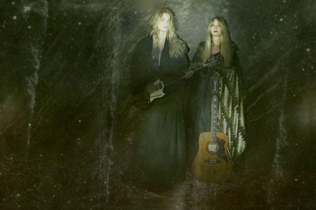 Watch: Mona & Maria – My Sun