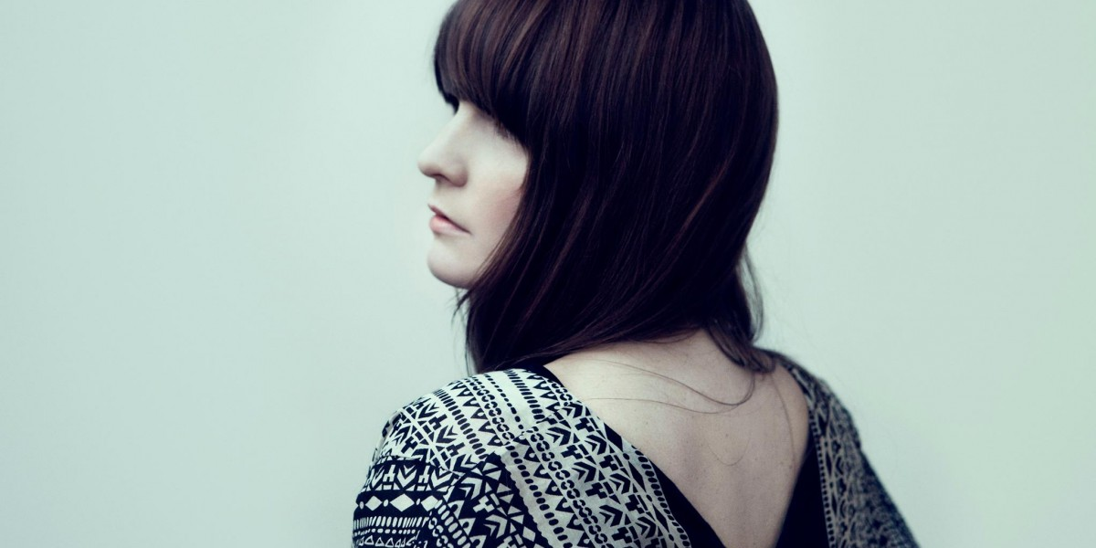 [PREMIERE] Listen: Jennie Abrahamson – The War
