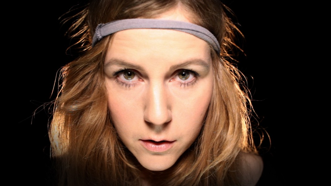 Watch: Linnea Olsson – Breaking and Shaking
