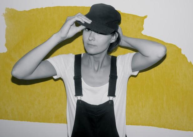 PREMIERE: Hanne Kolstø – Black Hand