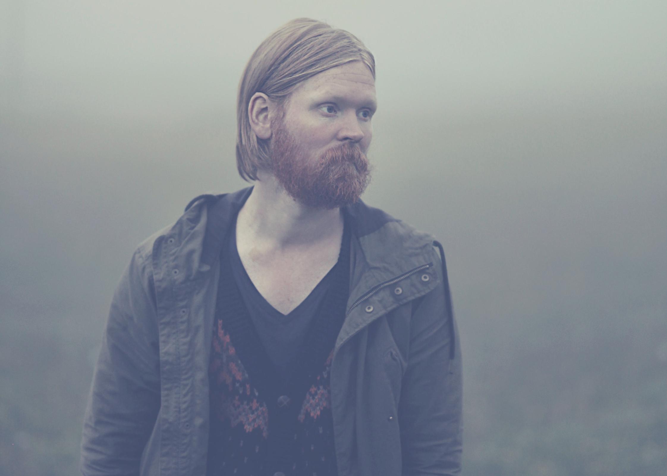 PREMIERE: Júníus Meyvant – Neon Experience (Live from Vatnagarðar)