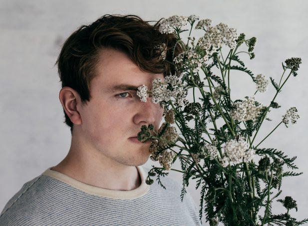 Listen: Axel Flóvent – Silently