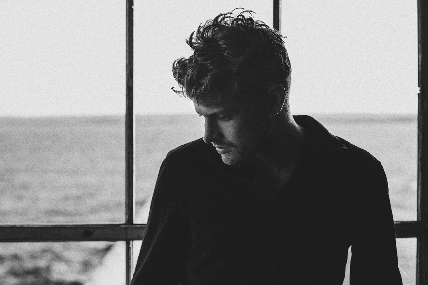 PREMIERE: Sandro Cavazza – Don't Hold Me (Live Session)
