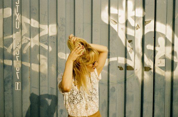 [PREMIERE]: Emma Elisabeth – Kiss of Gasoline