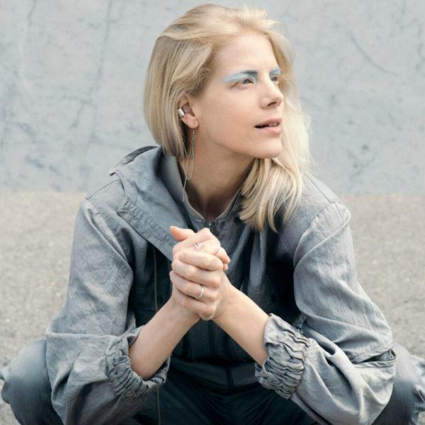 Listen: Sandra Kolstad – BLING BLING BLING