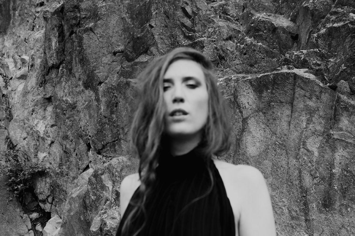 Watch: Cajsa Siik – White Noise