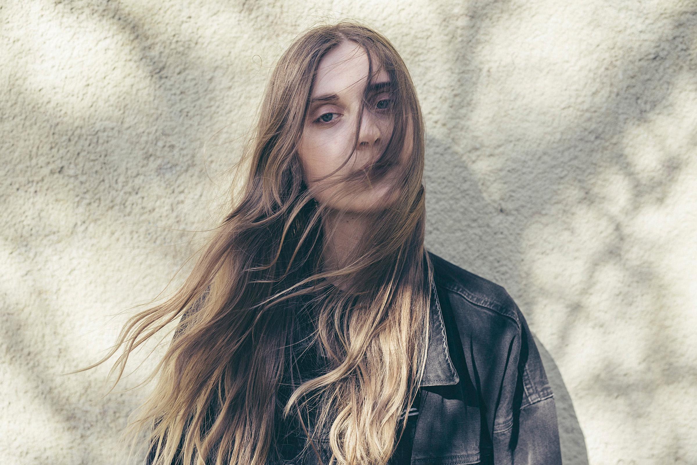 Listen: Linn Koch-Emmery – Under The Sun