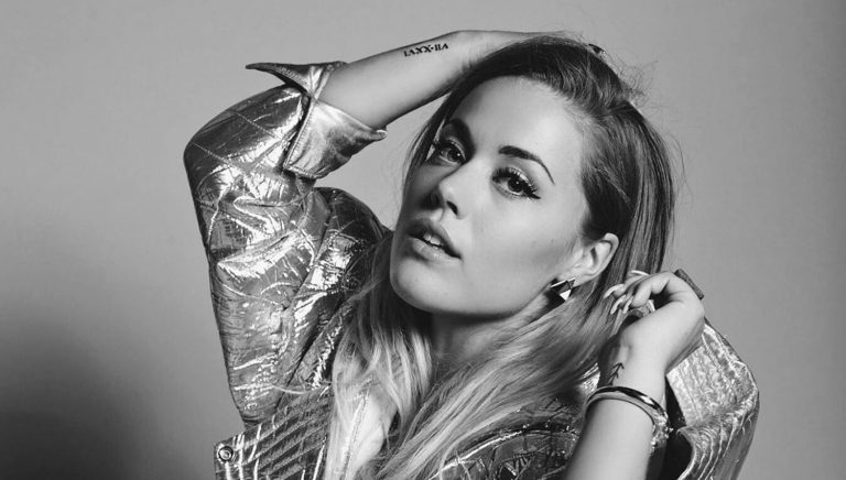 Julie Bergan returns with new track 'Blackout'!